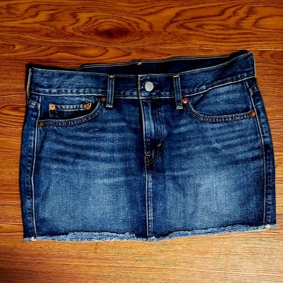 Levi's Dresses & Skirts - Levi's sz 28 denim mini skirt excellent condition